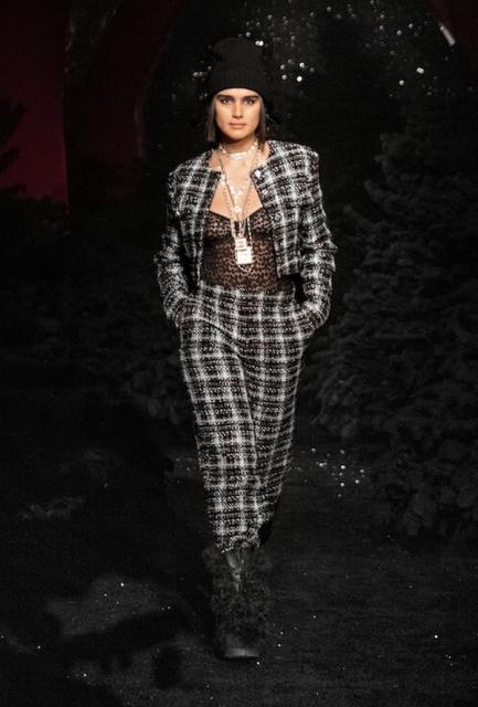 Chanel осень-зима 2021/2022 (91692-Chanel-FW-2021-04.jpg)