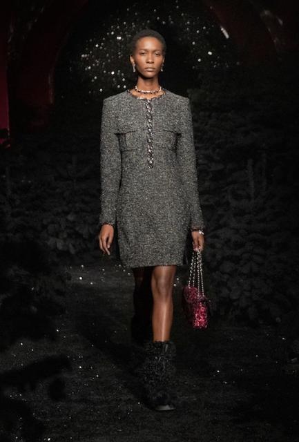 Chanel осень-зима 2021/2022 (91692-Chanel-FW-2021-08.jpg)