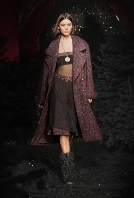 Chanel осень-зима 2021/2022 (91692-Chanel-FW-2021-b.jpg)