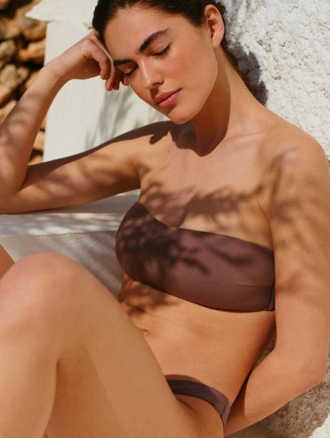 Новая капсульная коллекция купальников и одежды для пляжа Oysho (91842-Oysho-Kollekciya-Kupalnikov-2021-06.jpg)