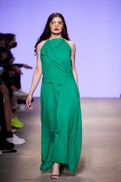 Lena Karnauhova на Mercedes-Benz Fashion Week Russia (92398-Lena-Karnauhova-Na-MBFW-2021-01.jpg)