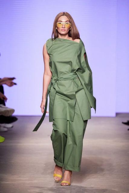 Lena Karnauhova на Mercedes-Benz Fashion Week Russia (92398-Lena-Karnauhova-Na-MBFW-2021-02.jpg)