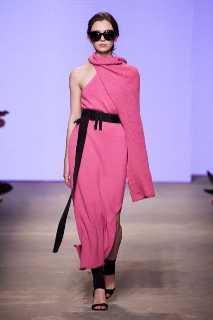 Lena Karnauhova на Mercedes-Benz Fashion Week Russia (92398-Lena-Karnauhova-Na-MBFW-2021-03.jpg)