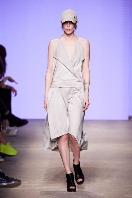 Lena Karnauhova на Mercedes-Benz Fashion Week Russia (92398-Lena-Karnauhova-Na-MBFW-2021-06.jpg)