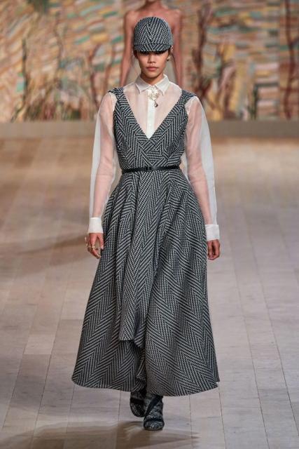 Dior Couture осень-зима 2021/22 (92947-dior-couture-fw-2022-02.jpg)