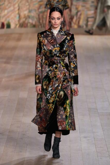 Dior Couture осень-зима 2021/22 (92947-dior-couture-fw-2022-05.jpg)