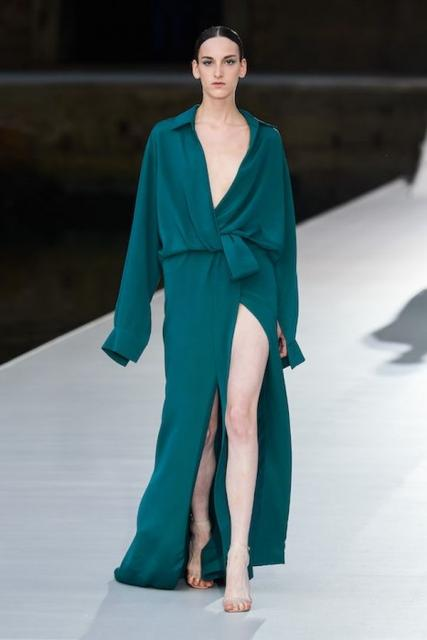 Valentino Couture осень-зима 2021/22 (92972-Valentino-Couture-FW-2022-06.jpg)