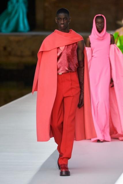 Valentino Couture осень-зима 2021/22 (92972-Valentino-Couture-FW-2022-10.jpg)