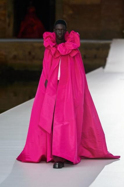 Valentino Couture осень-зима 2021/22 (92972-Valentino-Couture-FW-2022-11.jpg)
