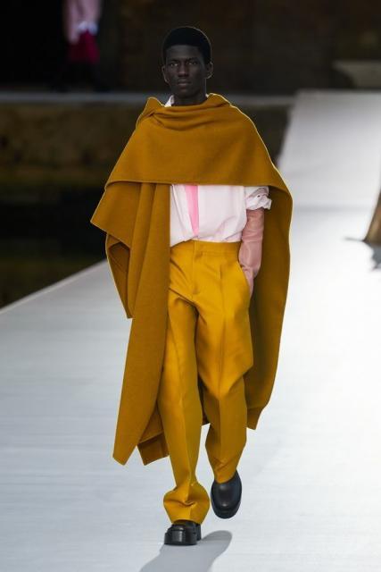 Valentino Couture осень-зима 2021/22 (92972-Valentino-Couture-FW-2022-12.jpg)