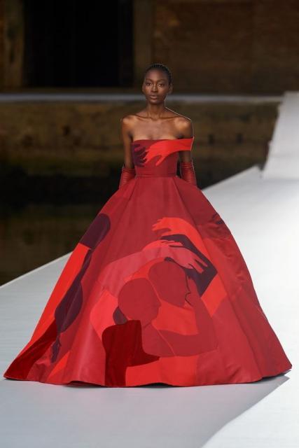 Valentino Couture осень-зима 2021/22 (92972-Valentino-Couture-FW-2022-16.jpg)